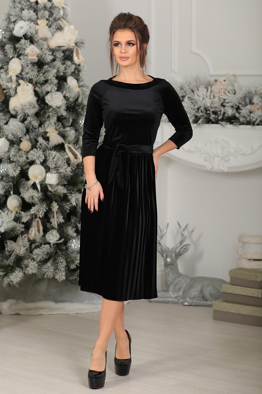 Платье велюровое миди в черном цвете