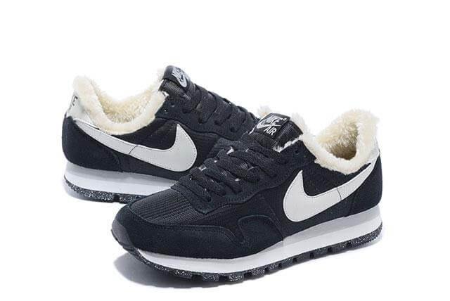 Nike Internationalist Black/Milk White. Найк Internationalist. Инетрент магазин кроссовок. Стильные кроссовки.
