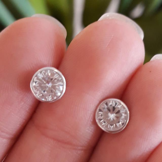 Серьги гвоздики с камнем Серебро 925 диам. 7 мм фото 2