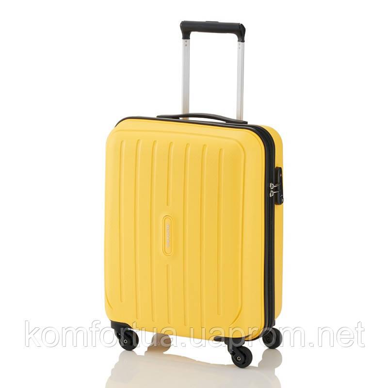 Чемодан на 4 колесах Travelite Uptown S Yellow TL072247-10