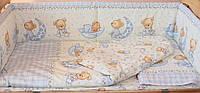 Защита бампер в детскую кроватку Мишка на луне голубой