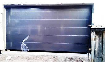 Гаражные секционные ворота Алютех серии Классик.