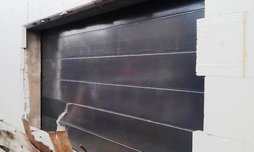 Ворота секционные гаражные Алютех в цвете Антрацит (ADS 703), тип панели L-гофр, 4800х2500