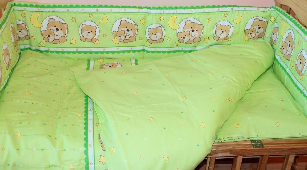 Защита бампер в детскую кроватку Мишка в круге зеленый