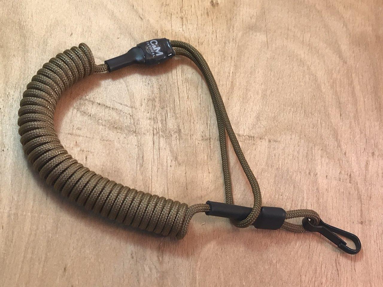 Шнур витой страховочный с универсальной мягкой петлей и карабином (койот)