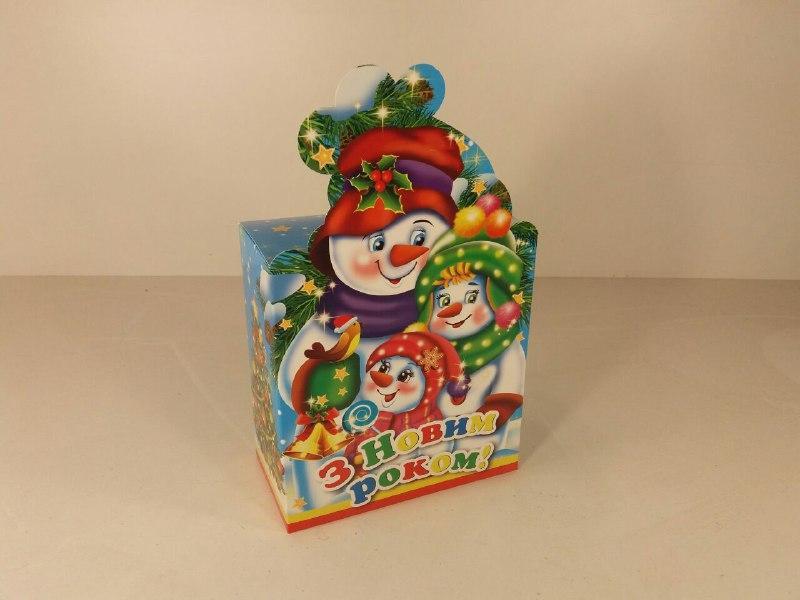 """Новогодняя картонная коробка для конфет, """"Семья снеговиков"""", 700 грамм (25 шт)"""