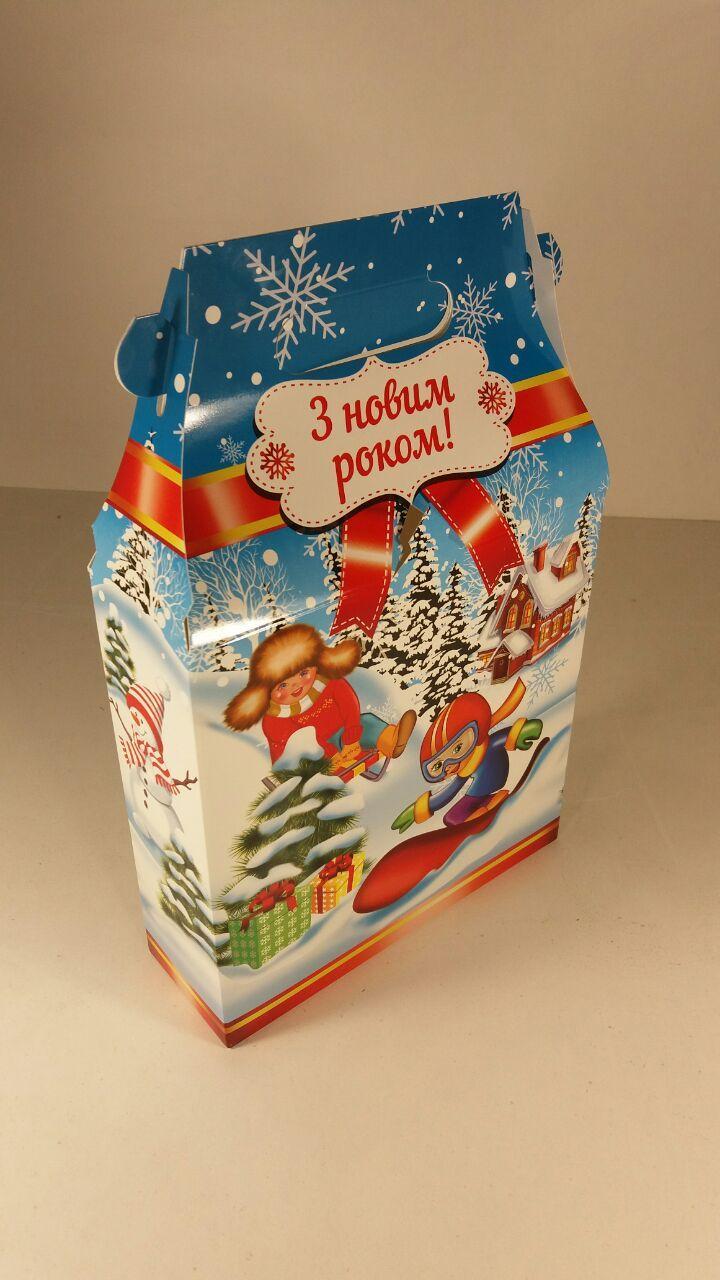"""Новогодняя картонная коробка для конфет, """"Дети на сноубордах"""", на 700 грамм (25 шт)"""