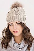 Женская вязаная шапка с помпоном бежевая Анжелика
