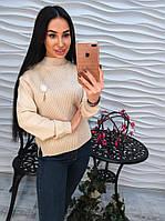 Милый женский свитер с пушистой  брошью