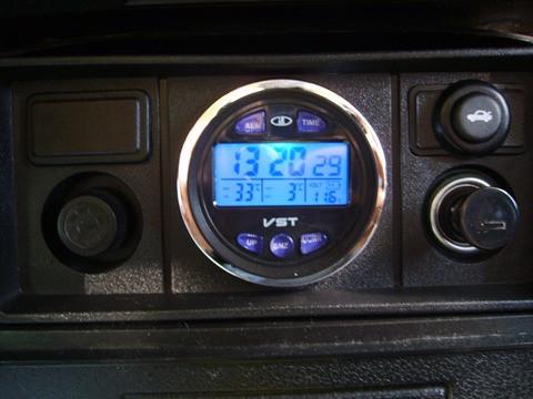 Автомобильные часы,термометр, вольтметр 7042V