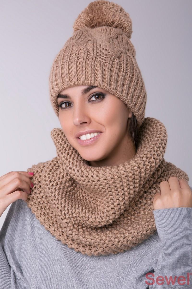 Женская шапка зимняя вязаная с помпоном