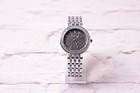 Классические женские часы Michael Kors в серебре (кварцевые) циферблат черный в камнях