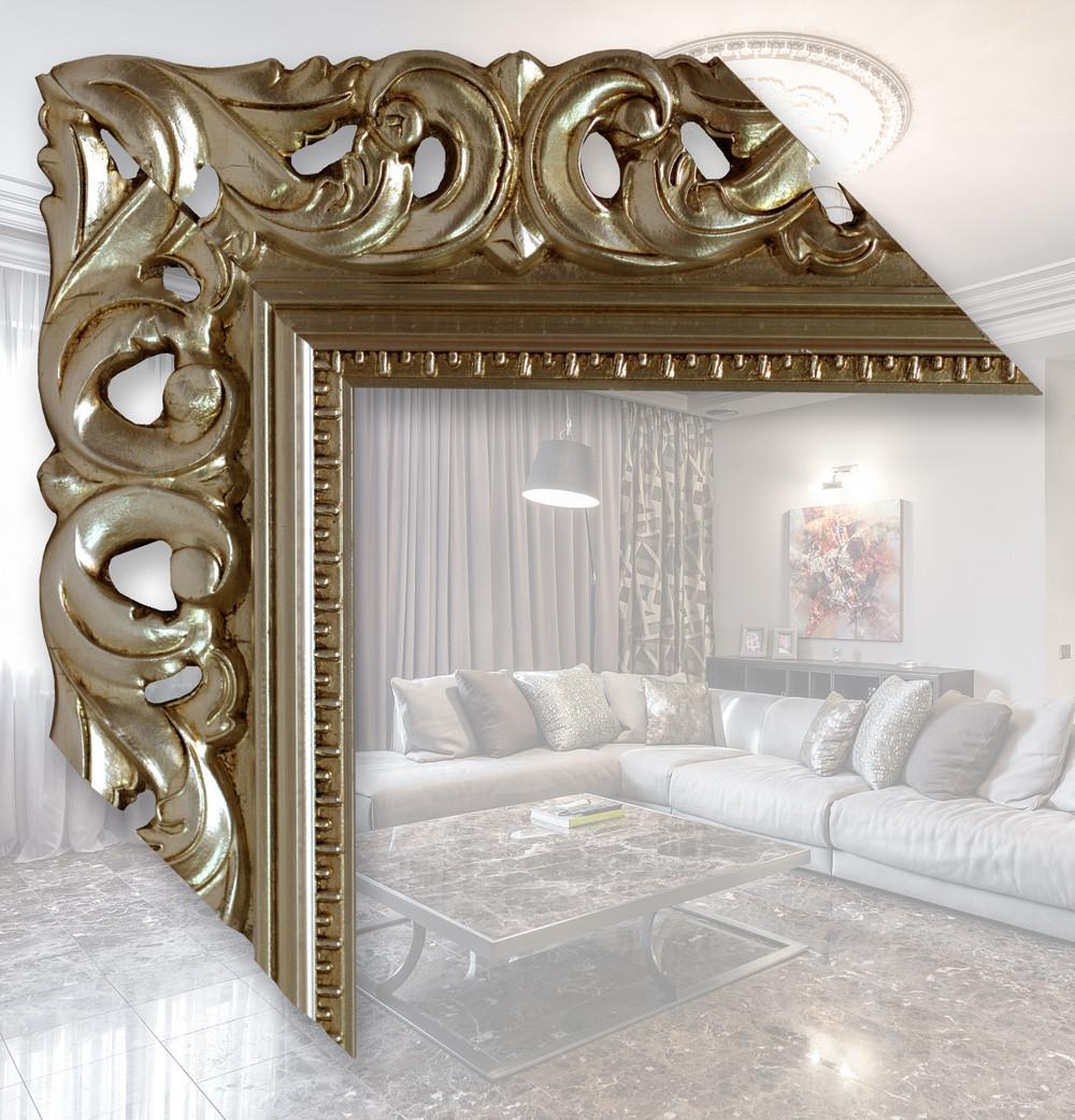 Зеркало в широкой, серебряной раме из деревянного багета