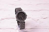 Классические женские часы Michael Kors в матовом серебре (кварцевые) циферблат темный в камнях