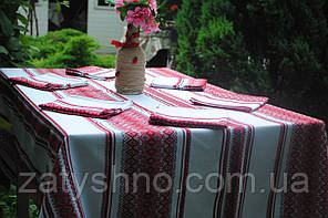 Скатерть на стол, вышитая в красном цвете