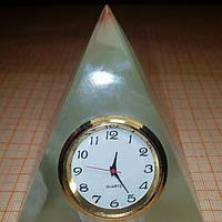 Пирамида с часами из оникса 7*6,4см