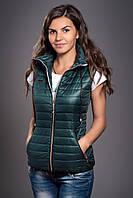 Жилетка женская молодежная утепленная. Код модели ЖЛ-04-12-14. Цвет темно зеленый.