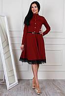 Чудесное яркое платье с воротником-стойкой, пояском на талии и отделкой из кружева