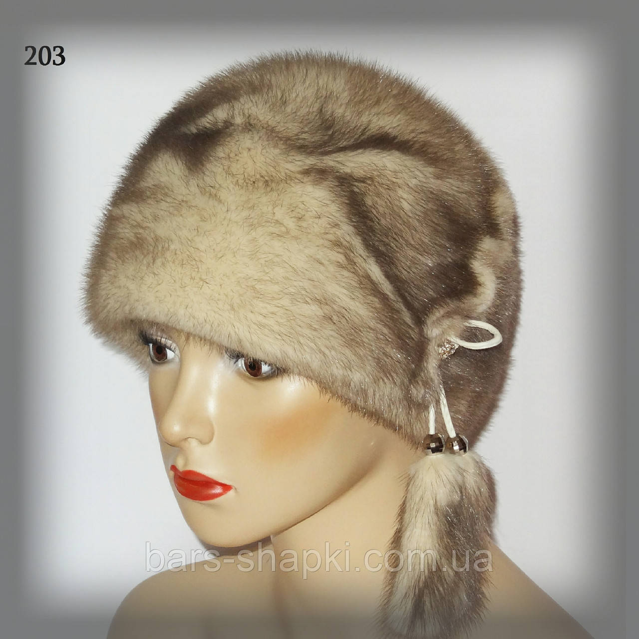Меховая женская шапка из норки (шарик с бубонами)