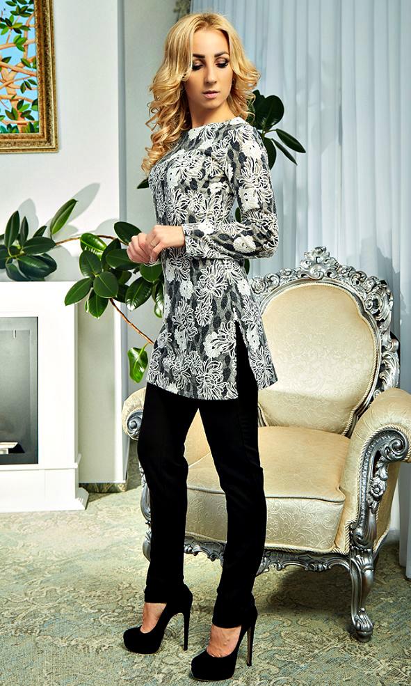 Элегантный женский брючный костюм