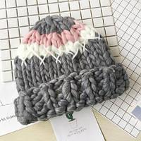 Женская шапка крупной вязки из шерсти мериноса трехцветная серая