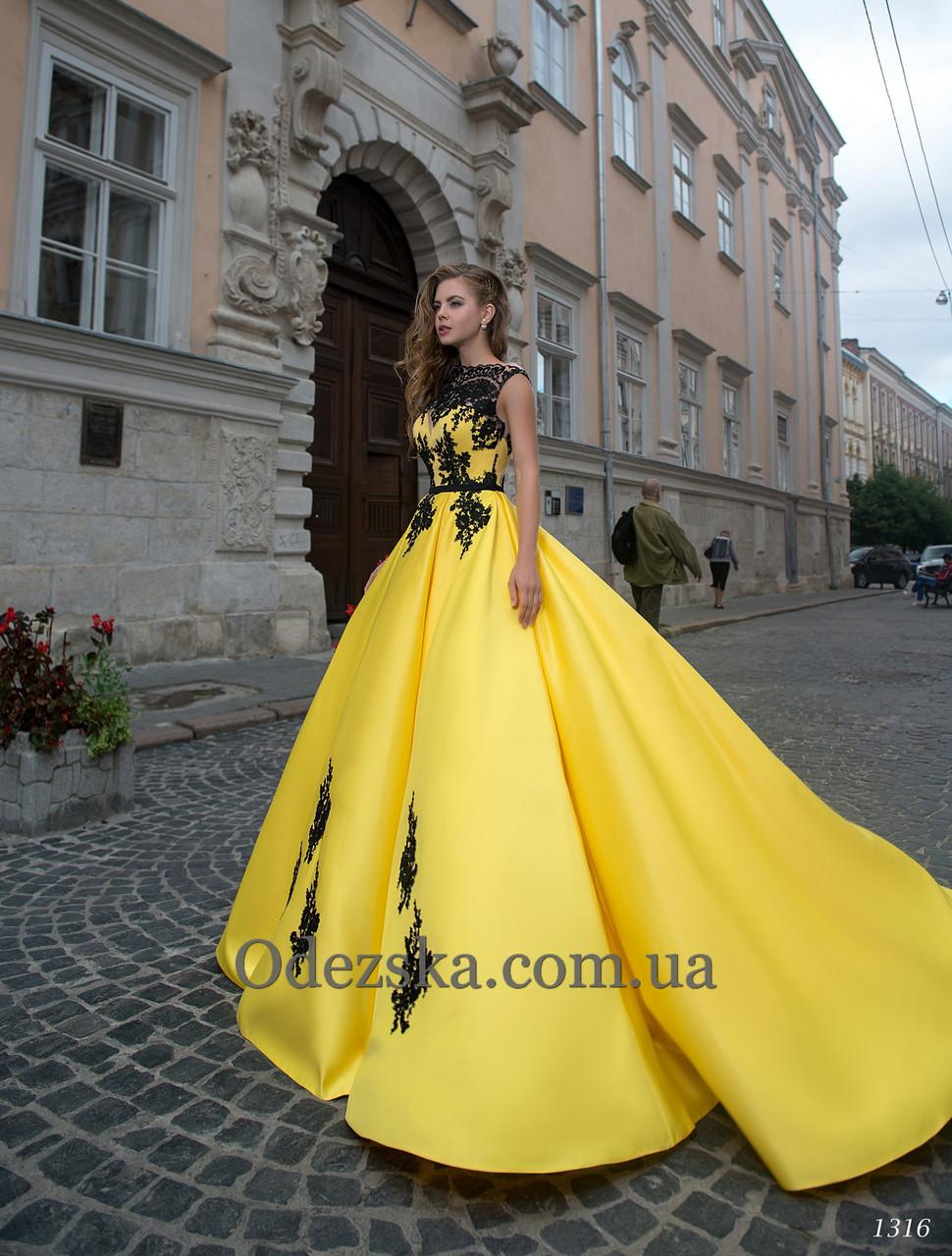 Длинное вечернее женское платье атласное