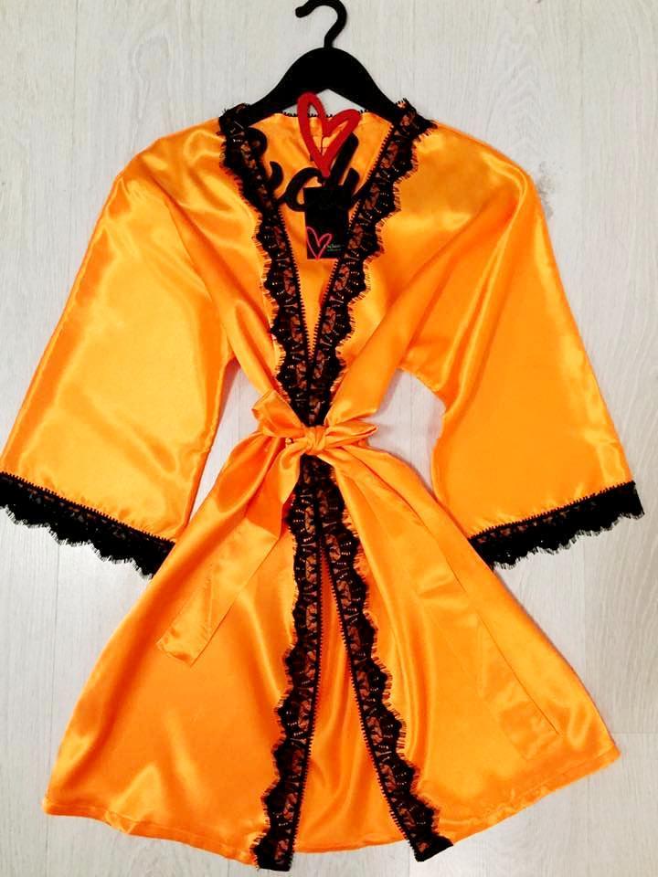 Яркий домашний атласный халат
