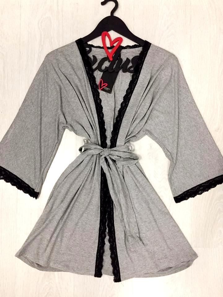 Серый халат из вискозы с  кружевом