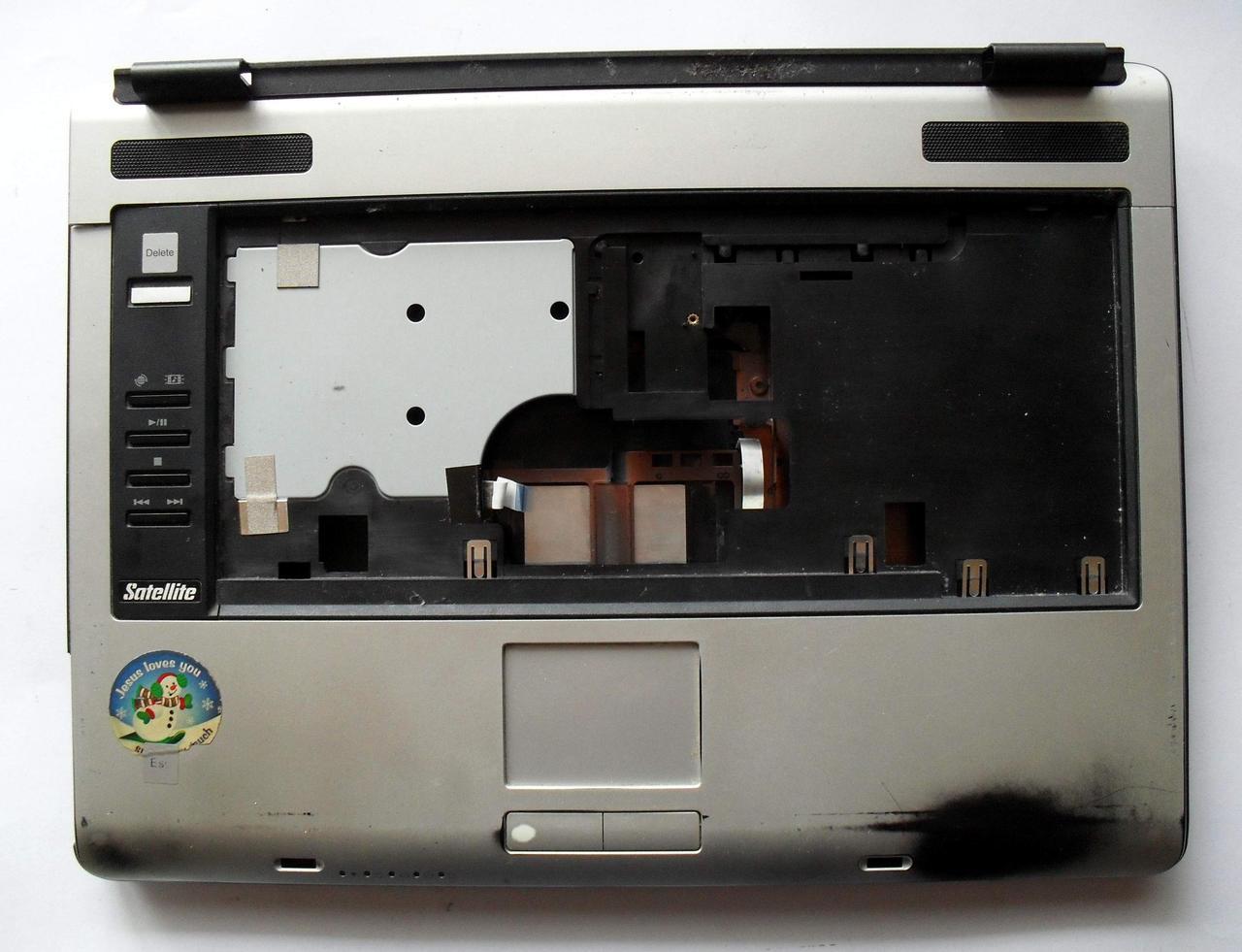 274 Корпус Toshiba A105 - две половины нижней части и тачпад