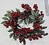 Венок рождественский С ягодами и листьями заснеженный.Красный.33см диаметр Харьков.Доставка.