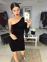 Черное бархатное платье на одно плечо
