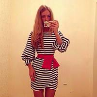 Платье в полоску  пышный рукав, красный пояс