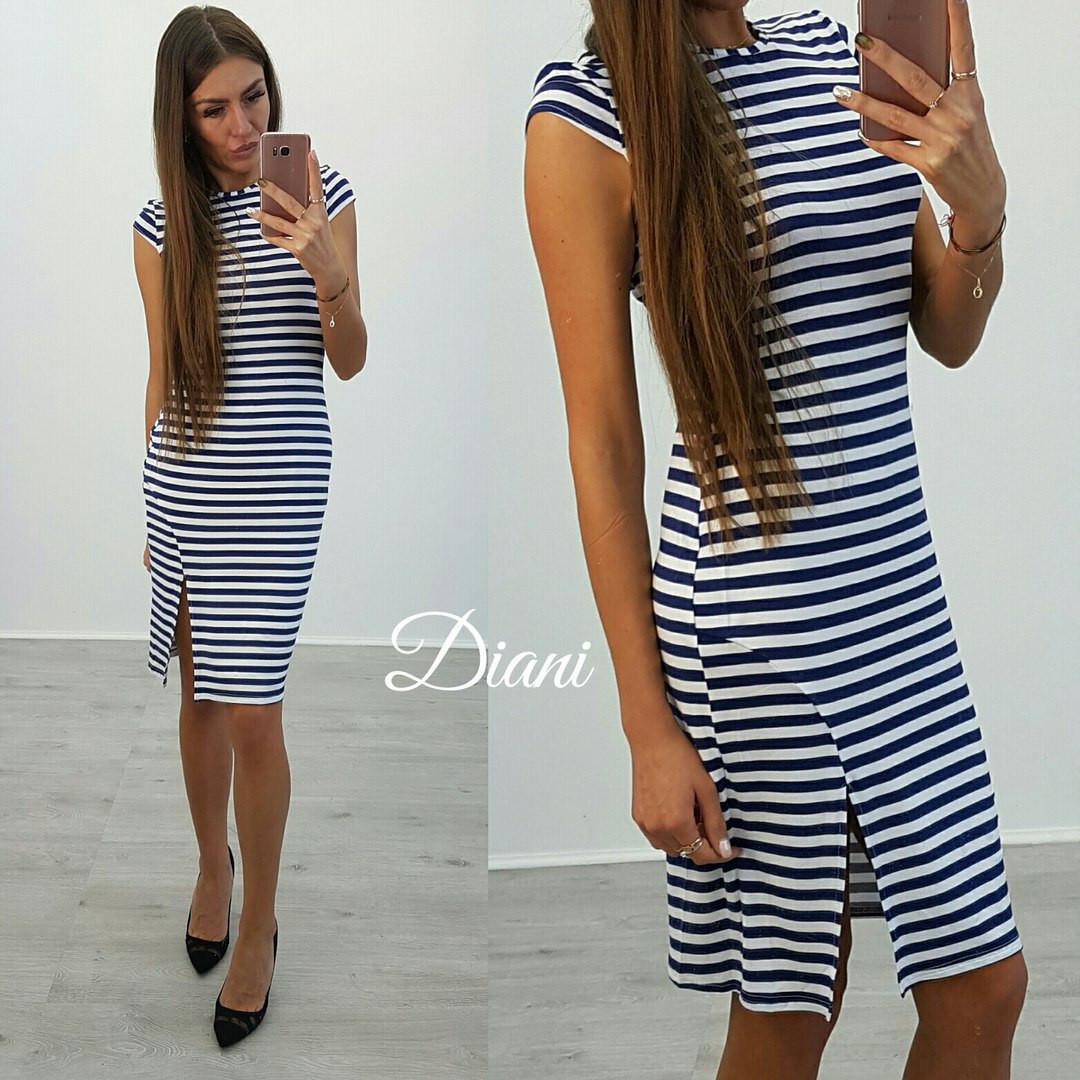 Платье в полоску с разрезом