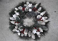 Венок из хвои рождественский.Заснеженный с шишками звездами и калиной.40см диаметр Харьков.Доставка., фото 1