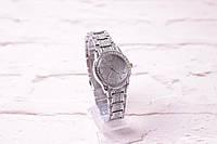 женские часы Guess в серебре (кварцевые) циферблат и ремешок в камнях