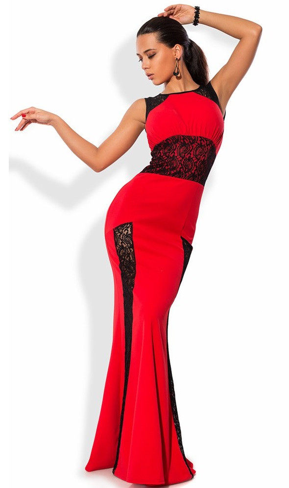 Красное платье в пол со вставками из гипюра
