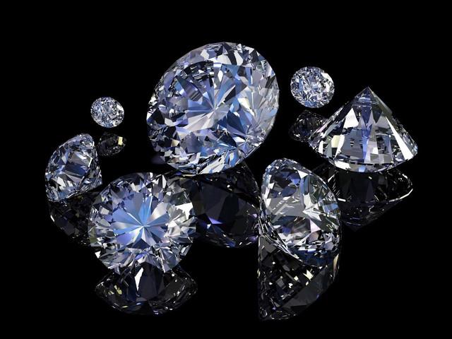 Вироби з діамантами та натуральними вставками