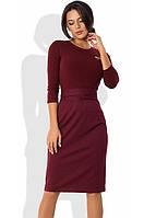 Платье-футляр с облегающим верхом из ангоры и брошкой бордовое