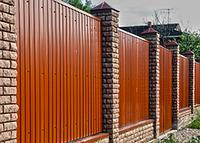 Как строить забор из профнастила