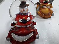 """Водный шар-статуэтка """"Снеговик на машине"""" выс.7см"""