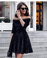 Платье из бархата, черного цвета с юбкой клеш и открытыми плечами