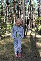Костюм для девочки серый с зеленой отделкой