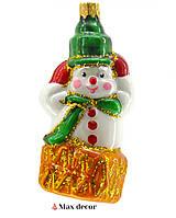"""Формовая стеклянная игрушка """"Снеговик на ящике"""" ( высота 11 см.)"""