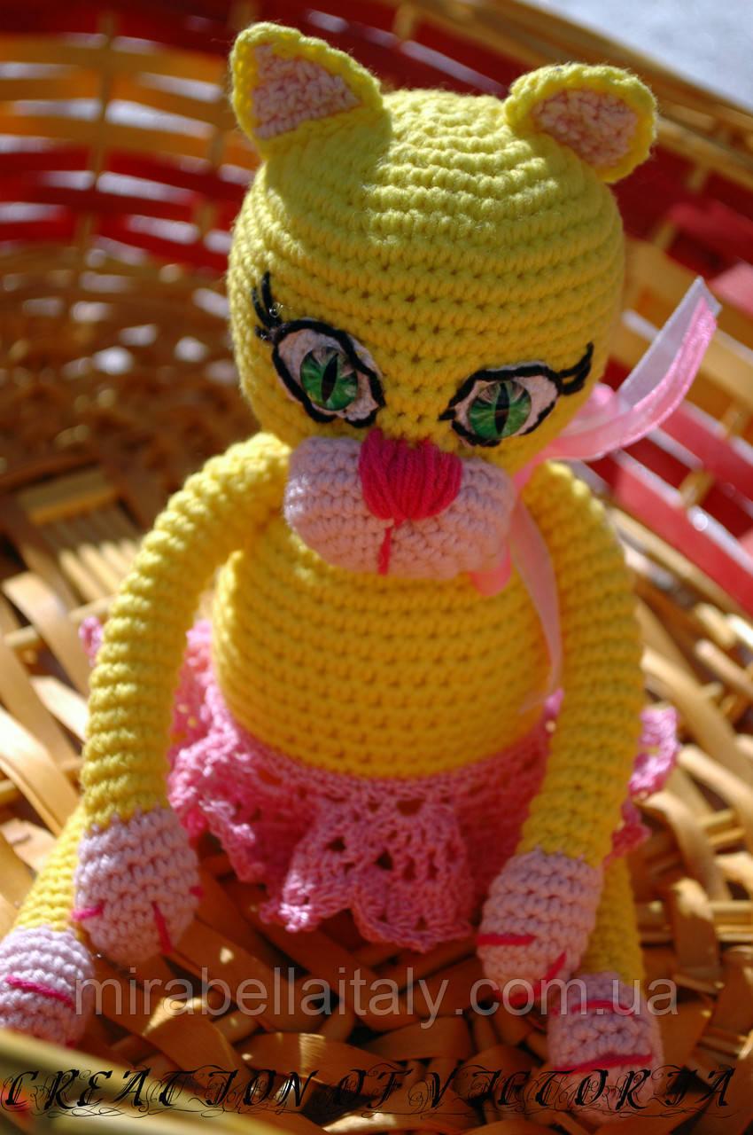 Вязаная игрушка ручной работы Кошечка Лимонка