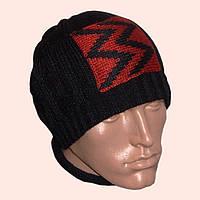 Мужская вязаная зимняя шапка черного цвета с апликацией