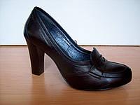 Черные кожаные туфли, высокий ровный каблук