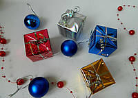 Новорічні кубики - подаруночки різнокольорові 5*5 см Новогодние кубики - подарочки разноцветные