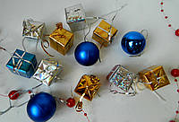Новорічні кубики - подаруночки різнокольорові 2,5*2,5 см Новогодние кубики - подарочки разноцветные