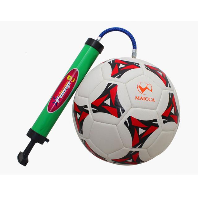 Футбольные мячи, насосы