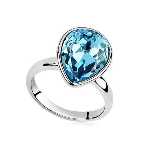 Кольцо с кристаллами Сваровски rs-47